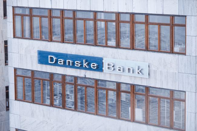 Danske Banks logga på kontorsbyggnad