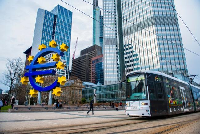 Foto på Europeiska centralbankens kontorsbyggnad i Frankfurt, Tyskland.