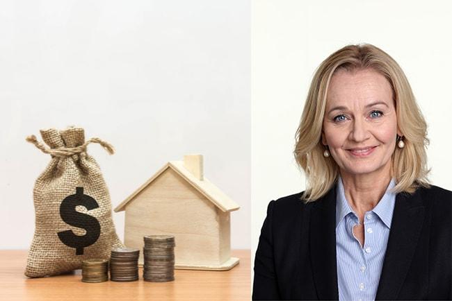 säck med pengar vid miniatyrhus, och handelsbankens vd Carina Åkerström