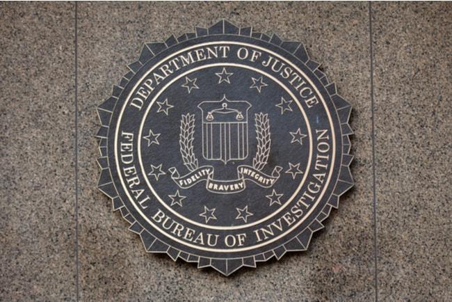 FBI:s och amerikanska justitiedepartementets emblem på J. Edgar Hoovers byggnad i Washington.