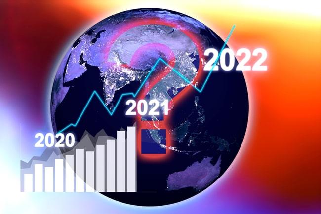 jordglob med frågetecken i bakgrunden och ekonomiska prognoser för 2020-2022 i förgrunden