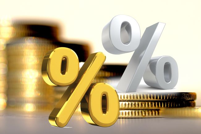två procenttecken med mynt i bakgrunden