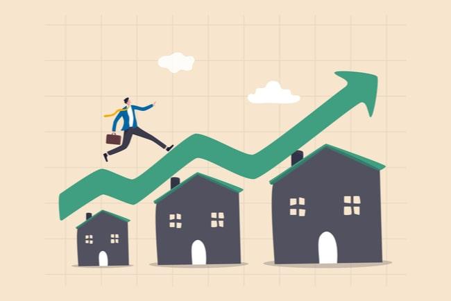 Illustration tre hus i stigande storlek, en grön pil som visar uppgång och en man med portfölj som går uppför pilen.