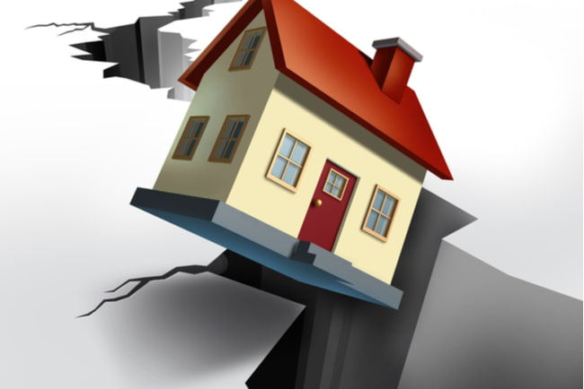Illustration med hus som faller genom en spricka.